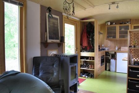 Der Ofen befindet sich nahe der Eingangstür um Schmutzeintrag zu verringern.