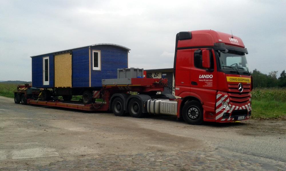 Wohnwagen-Transport mit Tieflader III