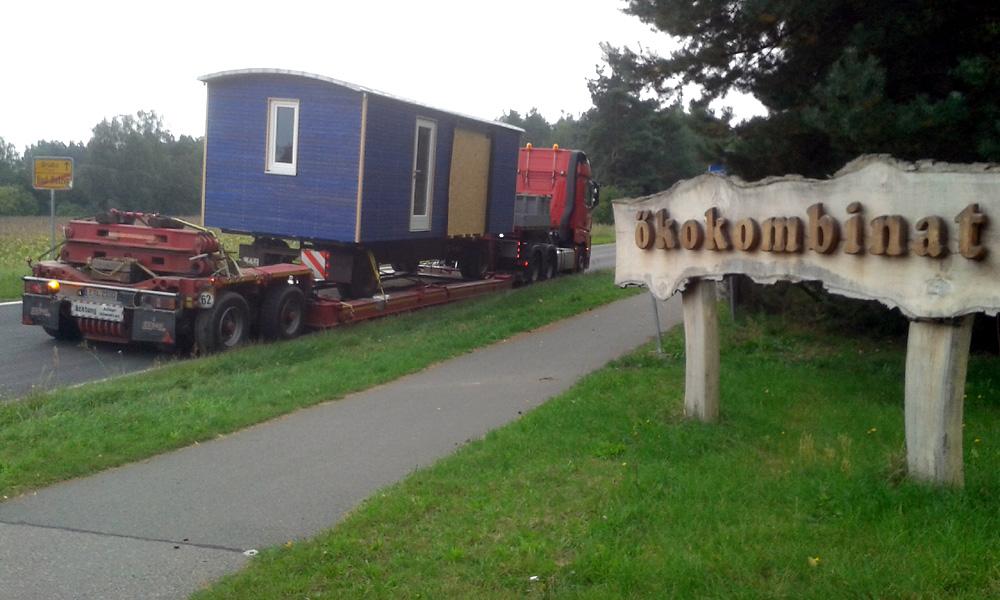 Wohnwagen-Transport mit Tieflader IV