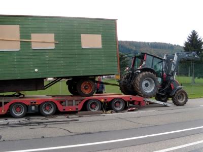 Wohnwagen-Transport mit Tieflader I